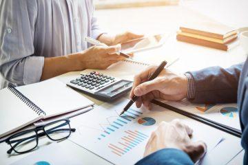 تفاوت عوارض و مالیات